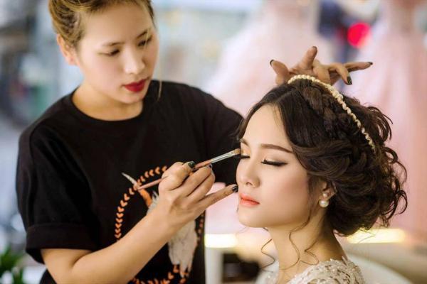 Fa Nguyen Makeup Artist – Tiệm Trang Điểm Đẹp Tự Nhiên
